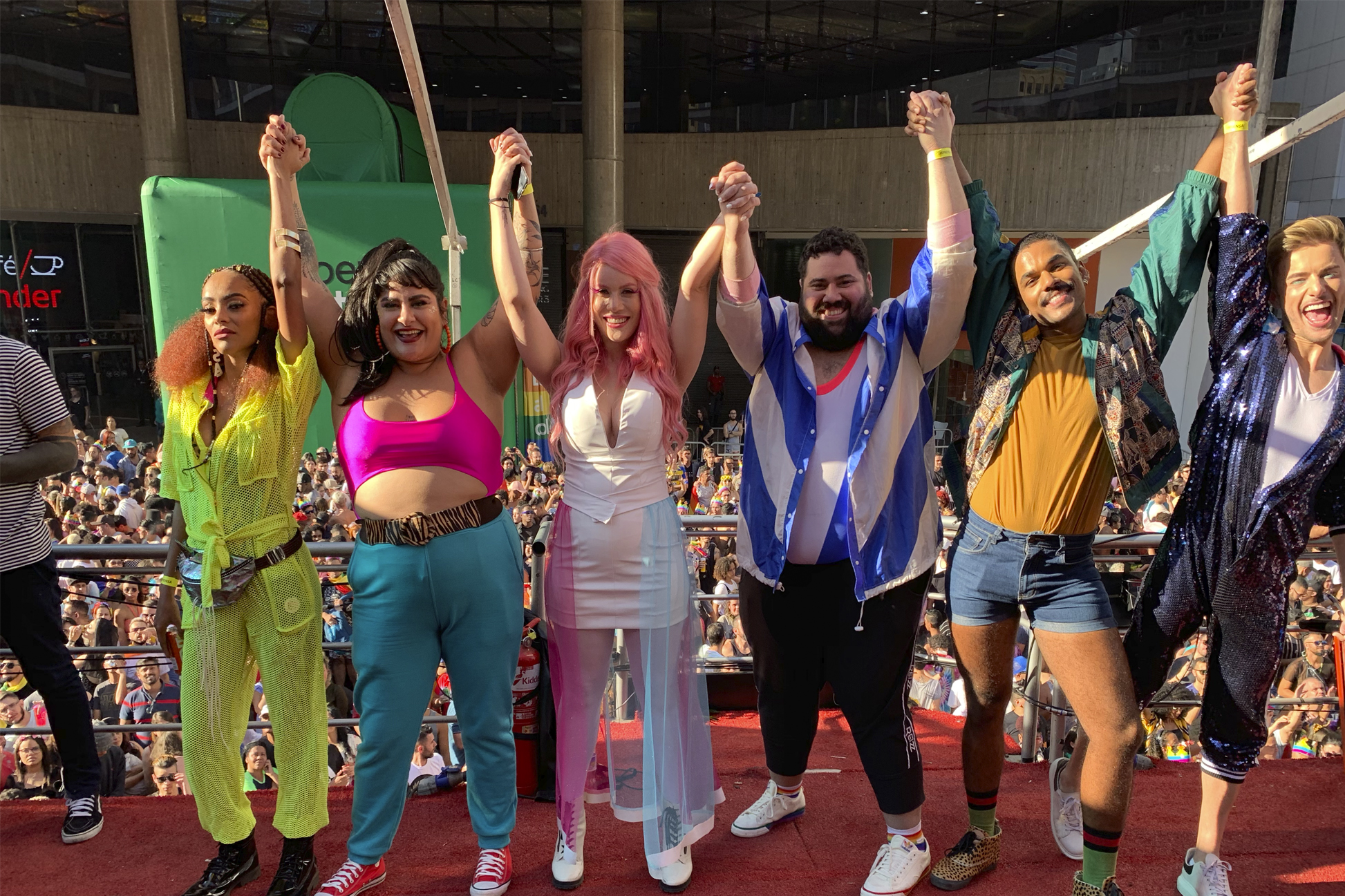 Pride (via Mercado Livre e Facebook)